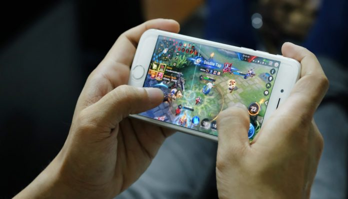Games on the mobile phones making it easier for the people